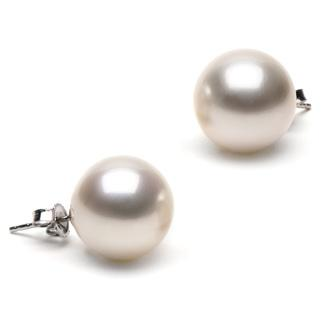 Pearls: Worn By A Trendsetter?